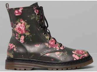 botin flores pull and bear39,99